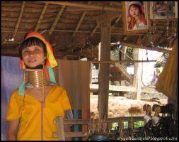 Los cuellos alargados de la Mujeres Jirafas