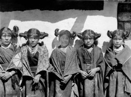 La Chispa de Conciencia. Mito Hopi, Hopituh Shinumu